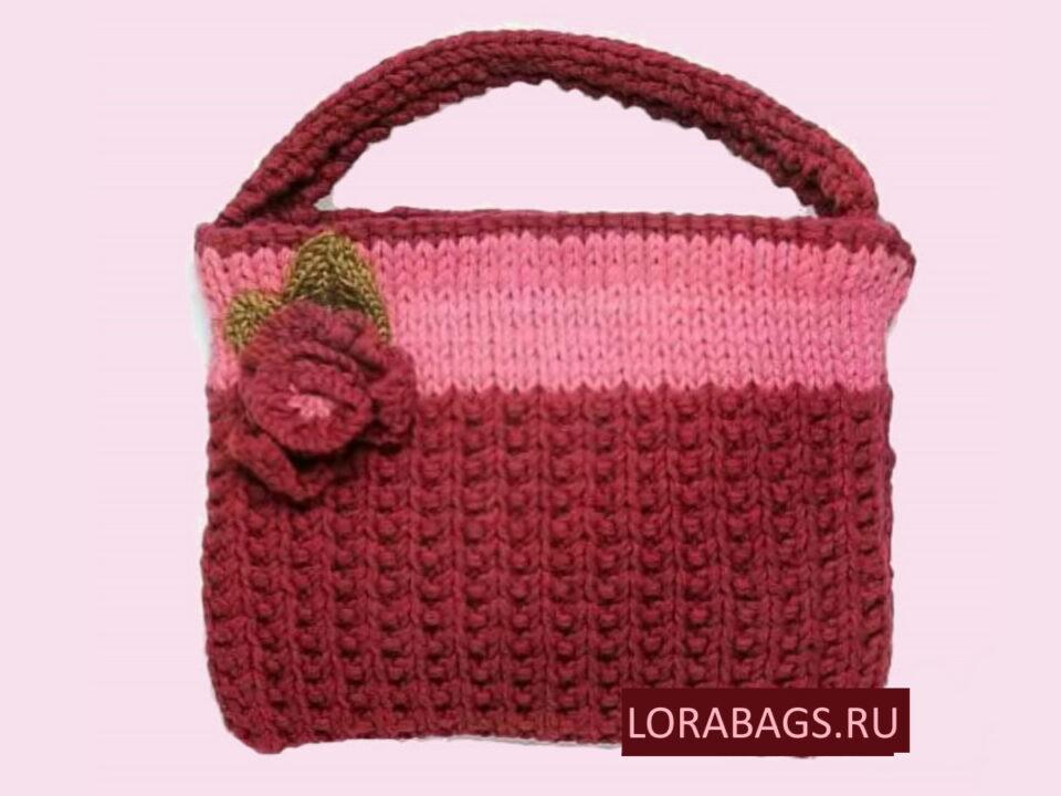 Вязаная сумка спицами с цветком