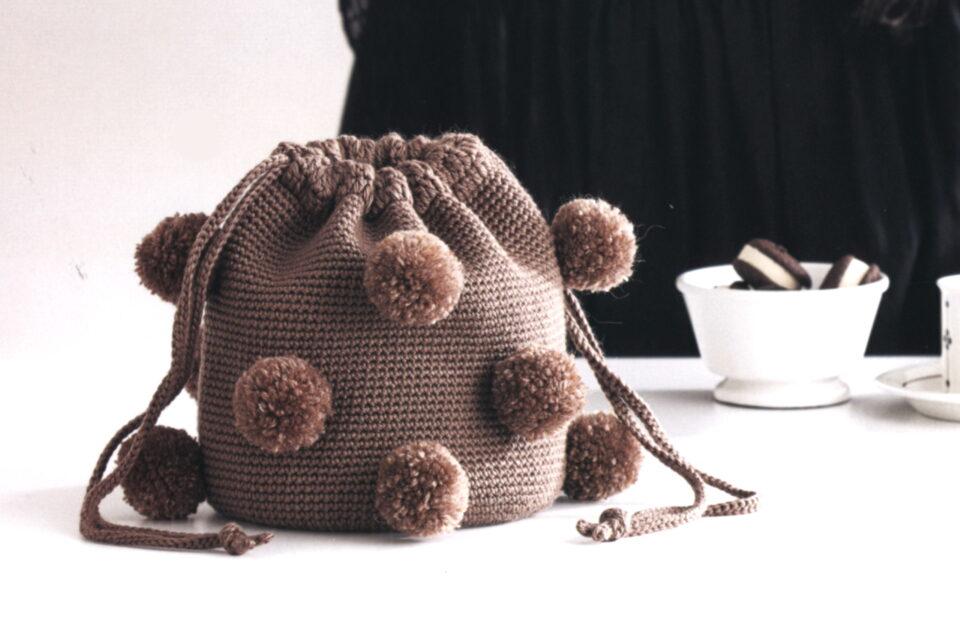 сумка торба с помпонами